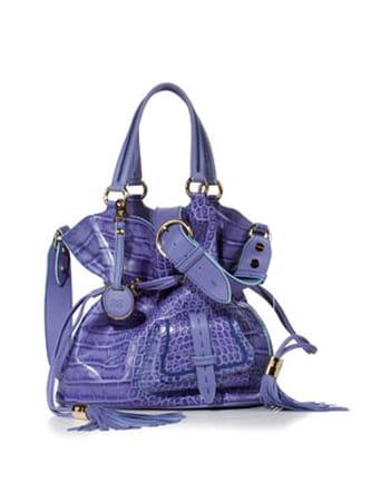 C 1876 года элегантная и существующая вне времени сумка-мешок от Lancel вдохновляет независимых и...